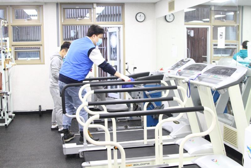 체력단련실 운동기구 소독